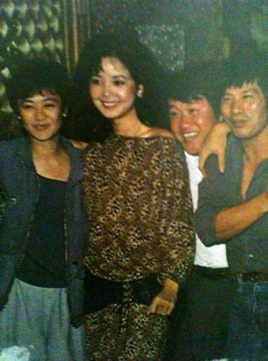 老照片:张艾嘉、邓丽君、曾志伟,最右边那位不认识。