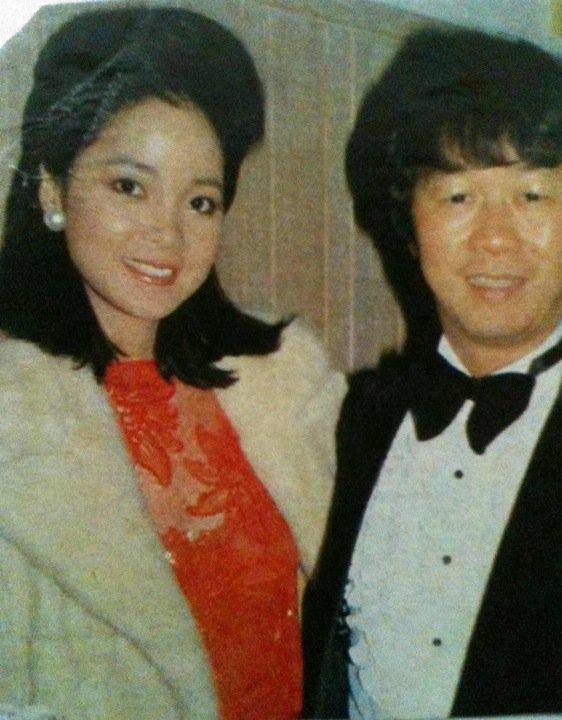 老照片:邓丽君和许冠英