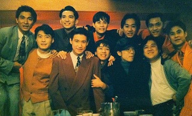 老照片:刘德华、黎明、张学友、曾志伟跟BEYOND和草蜢乐队的合影。
