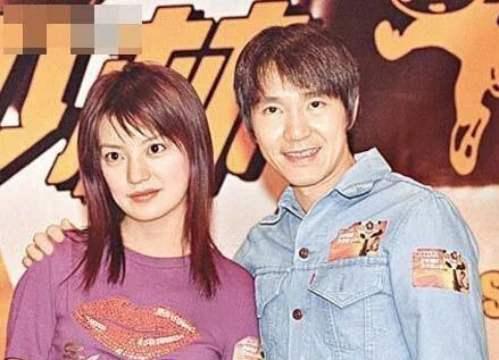 老照片:《少林足球》时期的赵薇和周星驰。