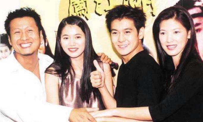 老照片:2000年的电视剧《笑傲江湖》拍摄期间,孙兴和袁咏仪、林志颖、陈明真