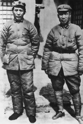 老照片 :1936年12月,朱德和毛泽东在陕北保安会合。