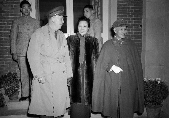 老照片:开罗会议上的蒋介石和宋美龄