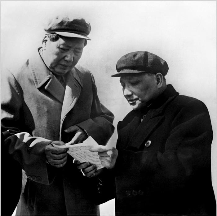 老照片:1959年,毛泽东和邓小平
