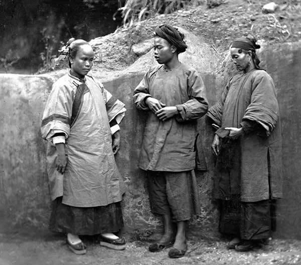 慈禧统治下的真实清朝老照片:面无妇女的表情个对有表情包外国人图片