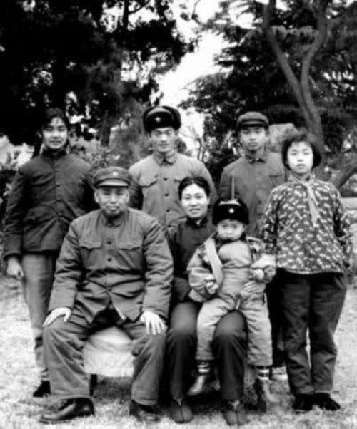 余秋里与习仲勋_解密中共领导人早期全家福照片 毛泽东 周恩来 邓小平... - 动态 ...